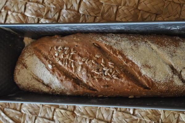 לחם זרעים ואגוזים