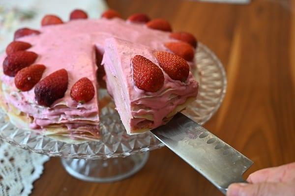 עוגת קרפים במילוי קרם מסקרפונה ותות
